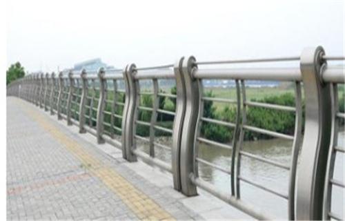 重庆不锈钢桥梁栏杆认准鑫旺通公司
