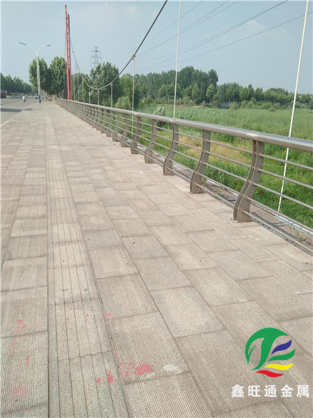 西藏橋梁防撞立柱加工