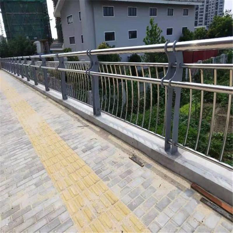 湖南東安縣燈光橋梁防撞護欄專注15年