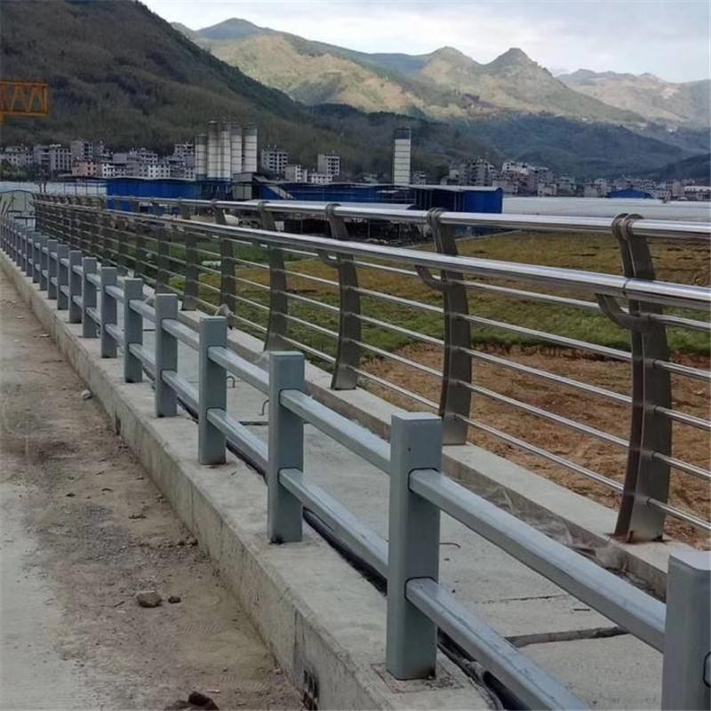 酒泉橋梁不銹鋼護欄復合管樣式繁多