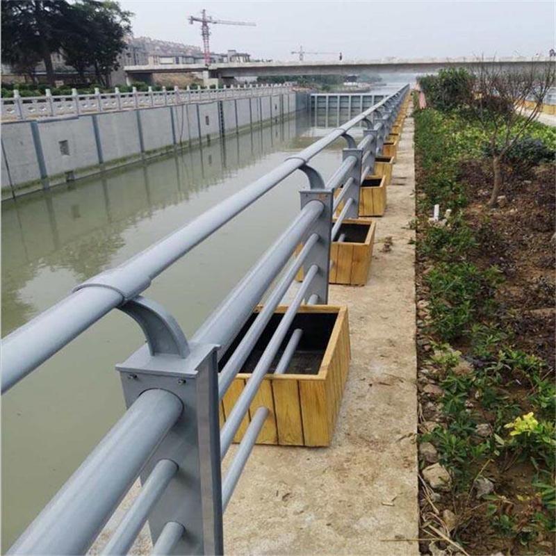 銀川鍍鋅噴塑防撞護欄材料生產廠