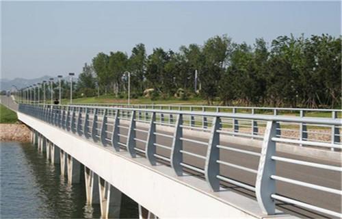 黃南不銹鋼道路護欄專業定制
