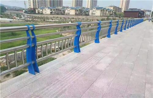 新闻:东莞不锈钢碳素钢复合管护栏欢迎来厂参观