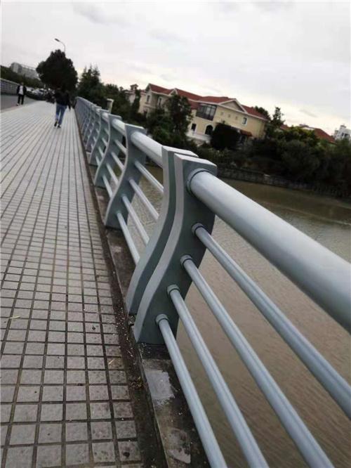 紅河護欄立柱多少錢一米
