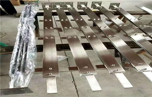 云南省西雙版納市鋼板護欄多少錢一米