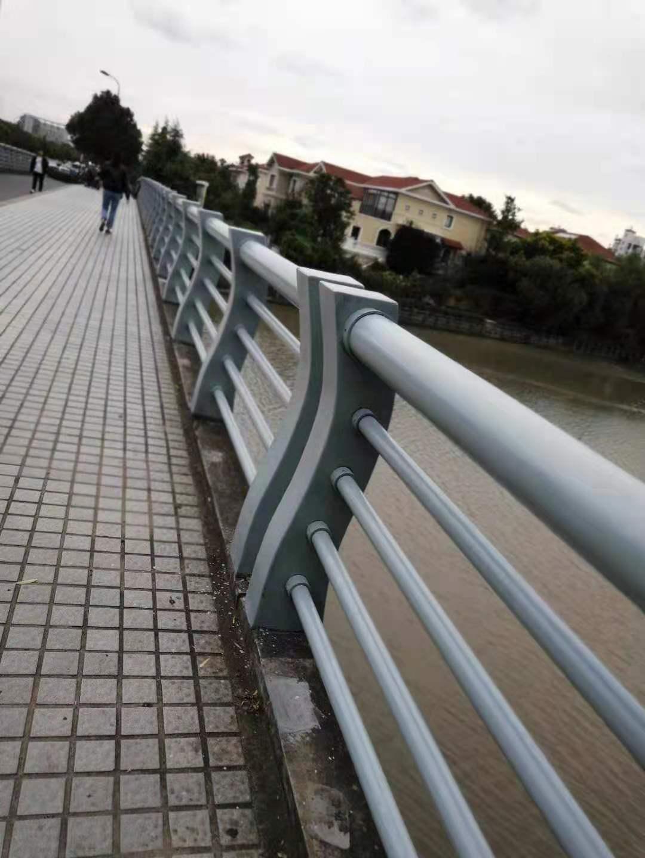 甘肅省慶陽市道路防撞護欄注意事項