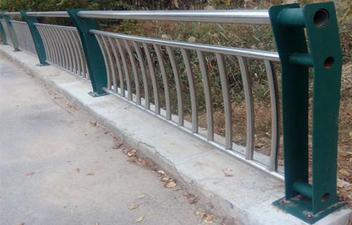 濮陽不銹鋼復合管河道安全欄桿批發價