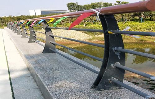 珠海不銹鋼欄桿產品立柱價格