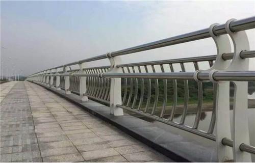 井冈山不锈钢碳素钢复合管护栏供应厂家不锈钢复合管护栏