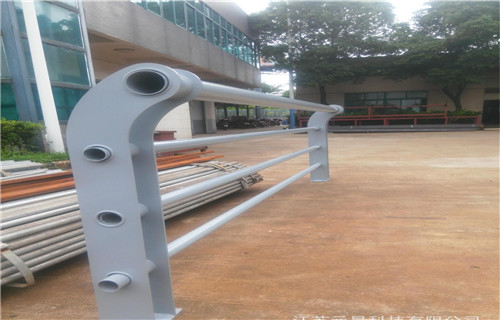 锦州不锈钢碳素钢复合管厂家发货不锈钢复合管护栏