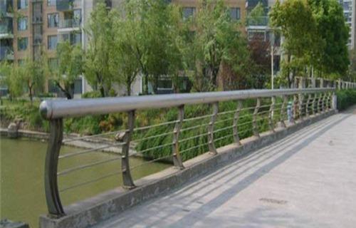 安顺不锈钢河道护栏重量表