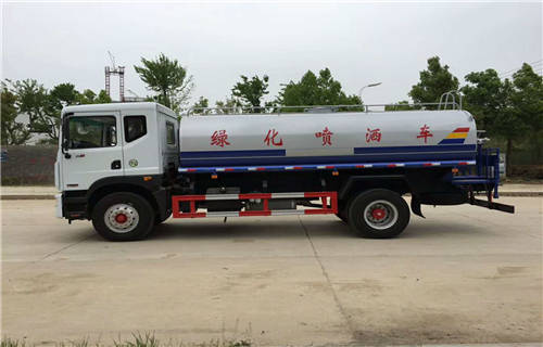 阳江10吨园林洒水车来厂参观