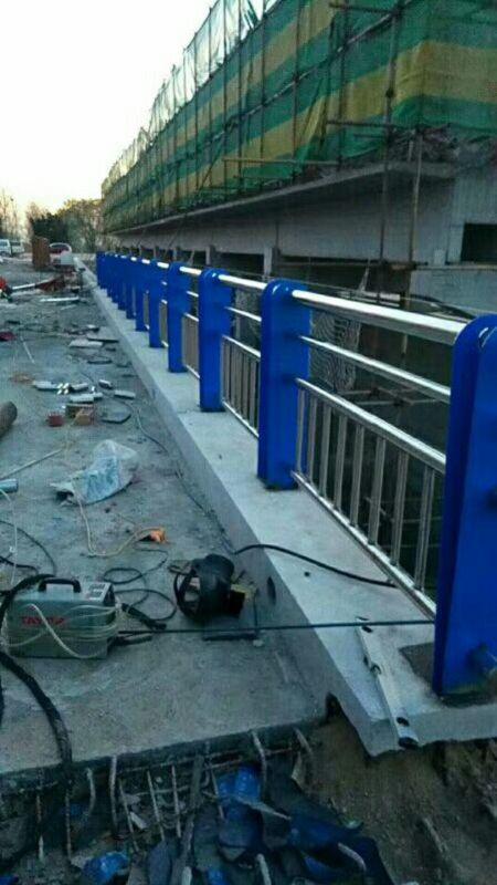 漳州钢板立柱每米价格