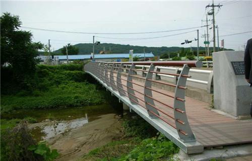 河源铁路碳钢防撞护栏做工精致