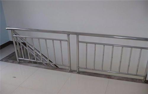 金昌不锈钢复合管道路桥梁护栏质量过硬