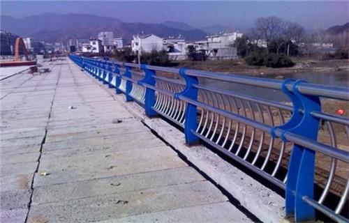玉树不锈钢复合管道路桥梁护栏质量上乘