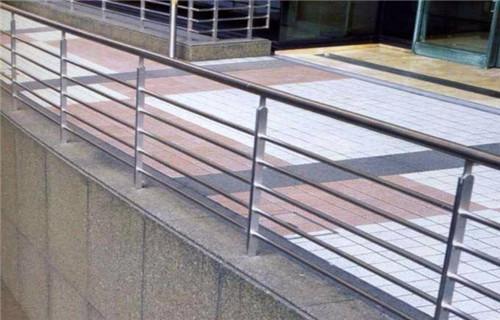 通辽不锈钢矩形管护栏价格