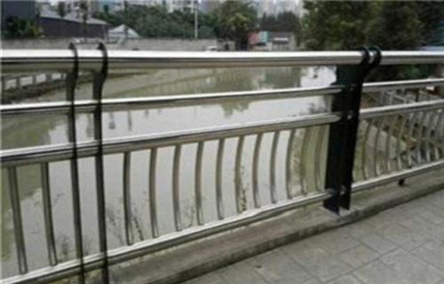 天水不锈钢碳素钢灯箱护栏知名产品