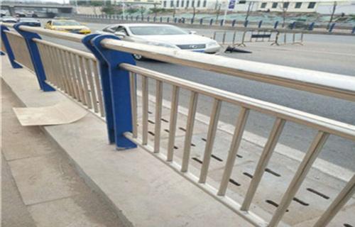 安阳不锈钢碳素钢防撞灯箱护栏批发