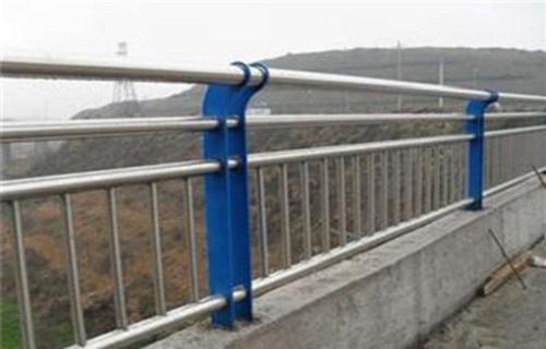 青岛不锈钢碳素钢防撞灯箱护栏供应