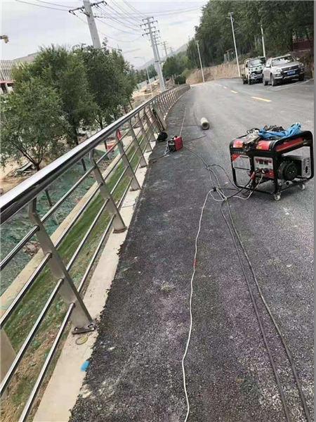 新疆304不锈钢复合管栏杆厂家直销