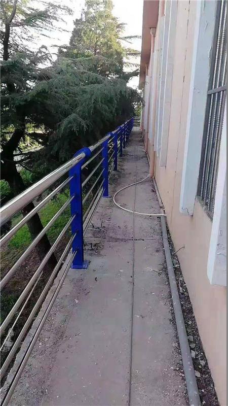 黄南201不锈钢复合管护栏?#35270;?#20215;廉