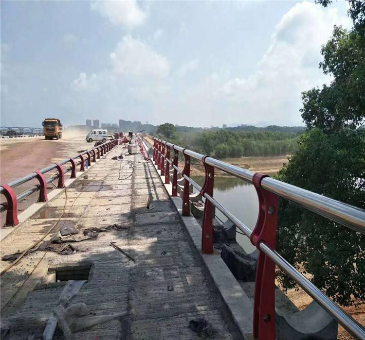 郑州金属材料公司生产各种不锈钢景观栏杆等系列产品按需制造