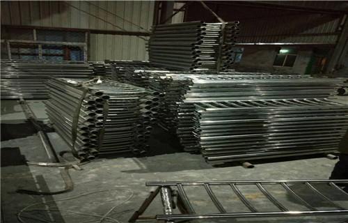 汕尾钢板立柱哪家质量好  专业护栏厂家