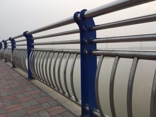 随州304不锈钢复合管护栏价格多少  专业护栏厂家