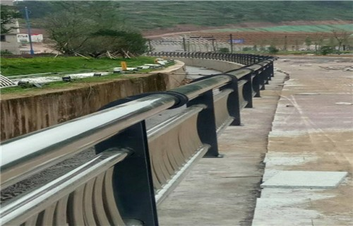 郴州桥梁护栏精工制造  专业护栏厂家