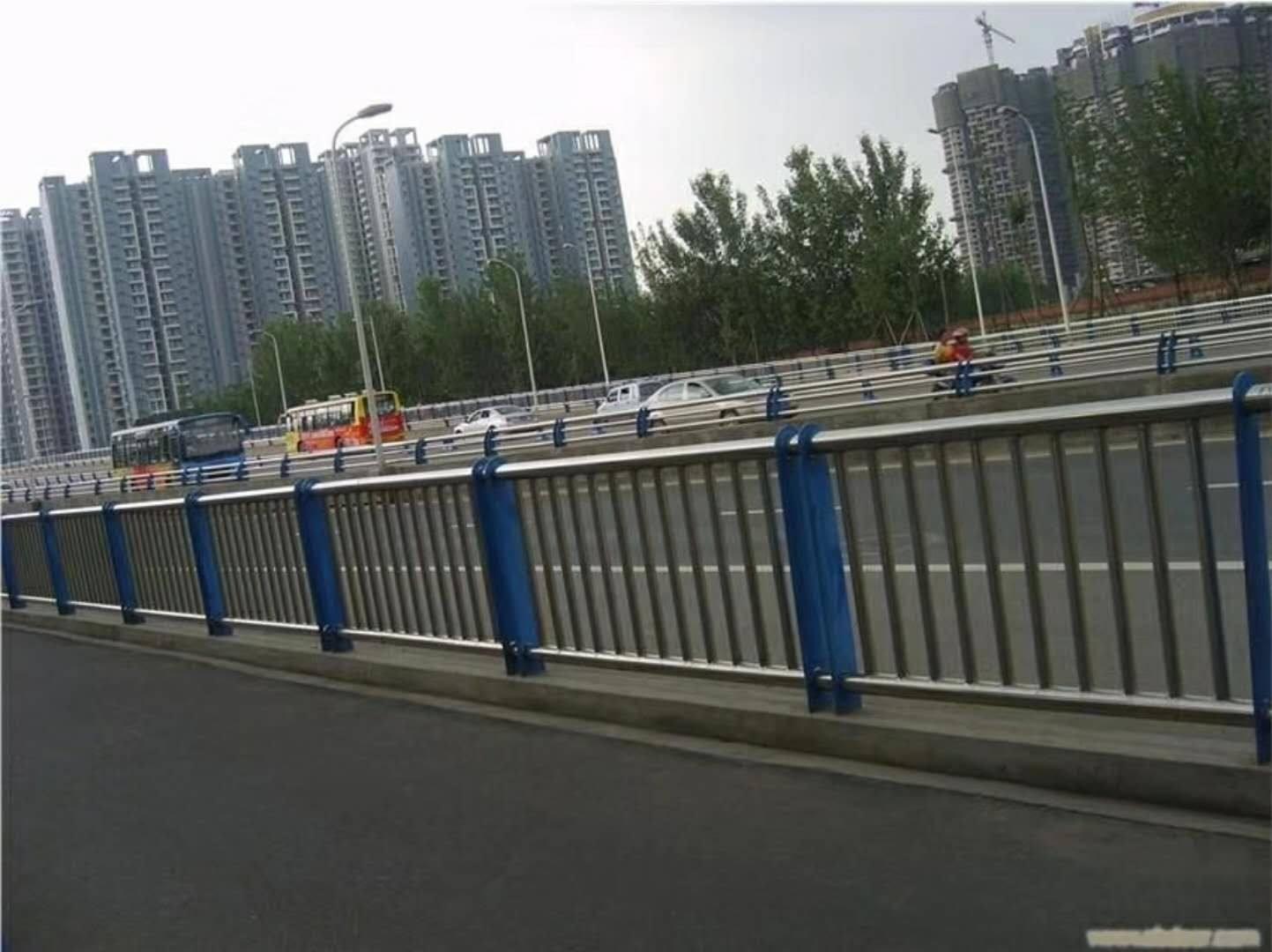 六安栏杆厂生产各种不锈钢防?#19981;?#26639;   厂家发货