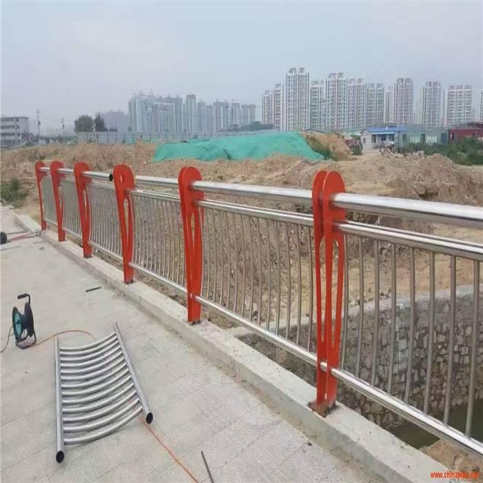 周口栏杆厂制造各种304不锈钢复合管护栏--生产厂家