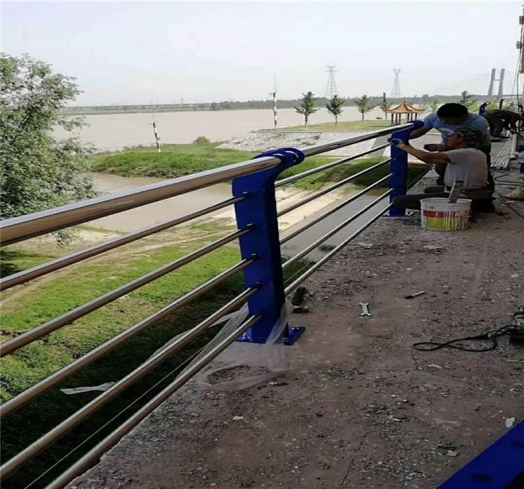 北海栏杆厂生产各种道路护栏   厂家
