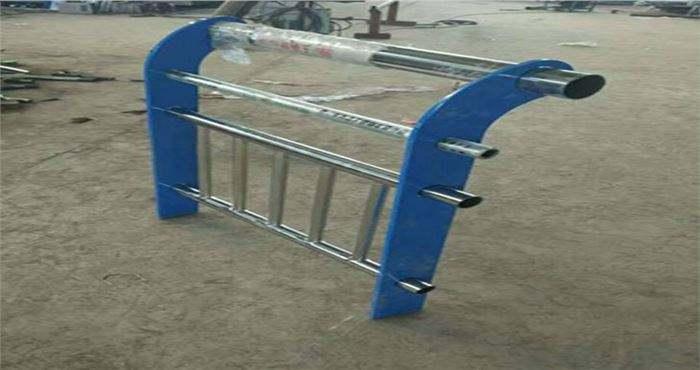 重庆栏杆厂制造各种304不锈钢复合管护栏--推荐
