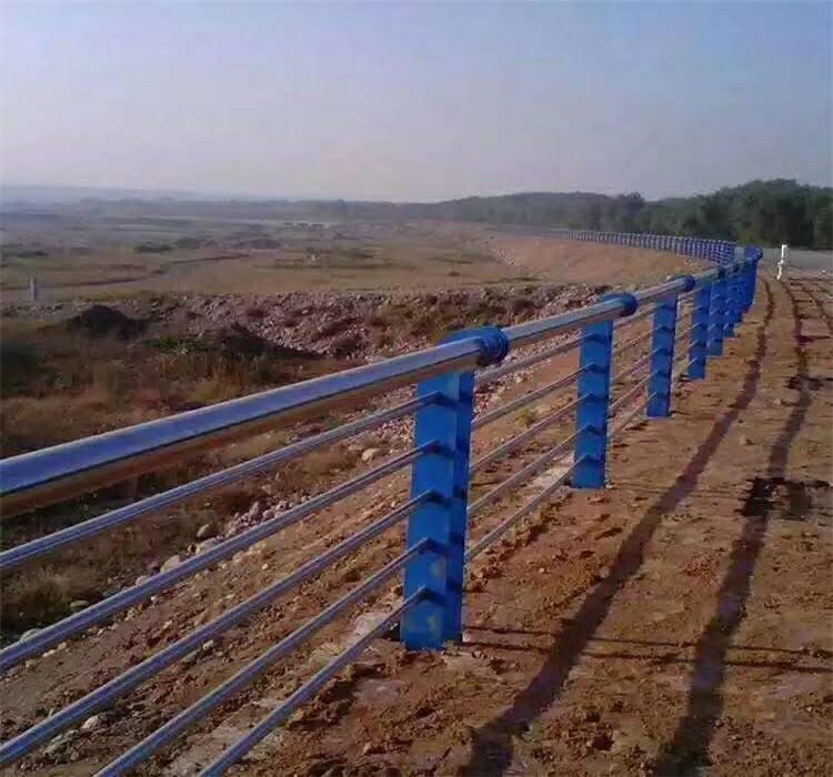 宁德栏杆厂制造各种不锈钢复合管护栏——欢迎惠顾