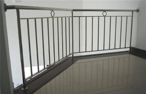 果洛复合不锈钢管护栏护栏合同