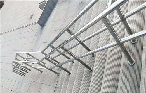 贺州桥梁防撞钢板立柱报价询问