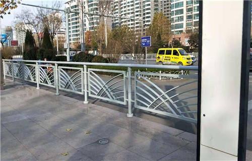 安阳复合不锈钢管护栏公司电话