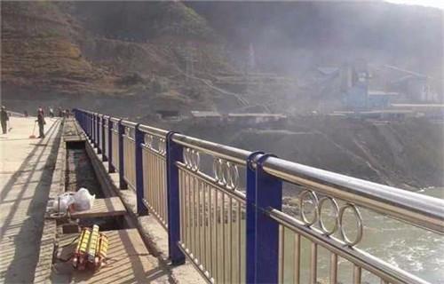 陕西桥梁防撞钢板立柱可定尺寸