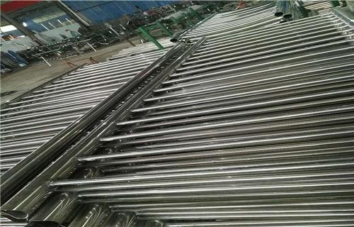 汕尾不锈钢碳素钢复合管桥梁防?#19981;?#26639;2019新报价