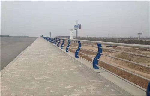 鹤壁不锈钢碳素钢复合管桥梁钢板立柱大量现货