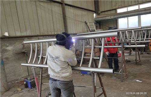 阿里Q235防撞桥梁钢板立柱设计安装为一体