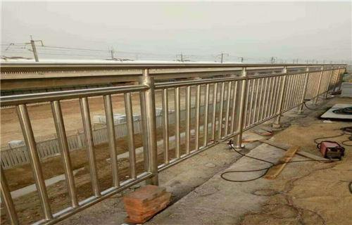 普洱桥梁护栏坚固耐用