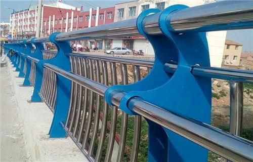 德阳不锈钢碳素钢复合管栏杆坚固耐用