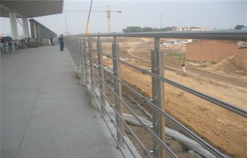 烏魯木齊不銹鋼復合管橋梁護欄價格范圍