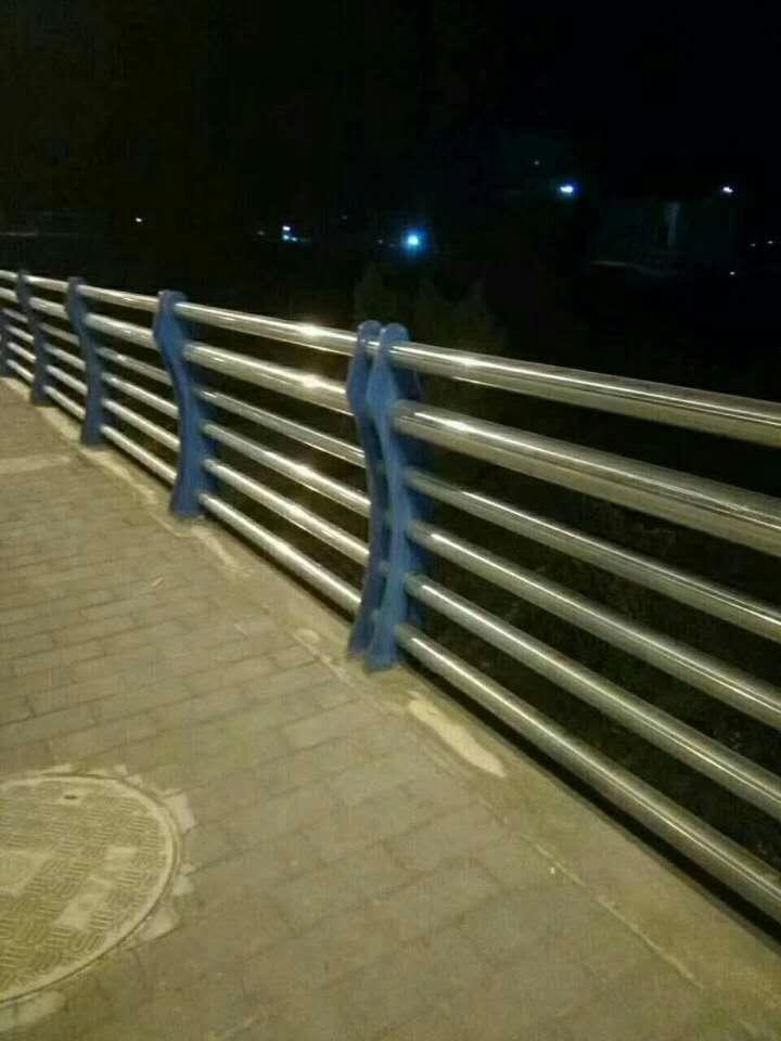 河北不锈钢碳素钢复合管栏杆供应商