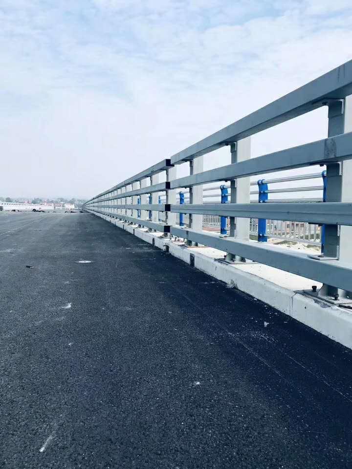 玉樹橋梁欄桿復合管防撞護欄多少錢一米
