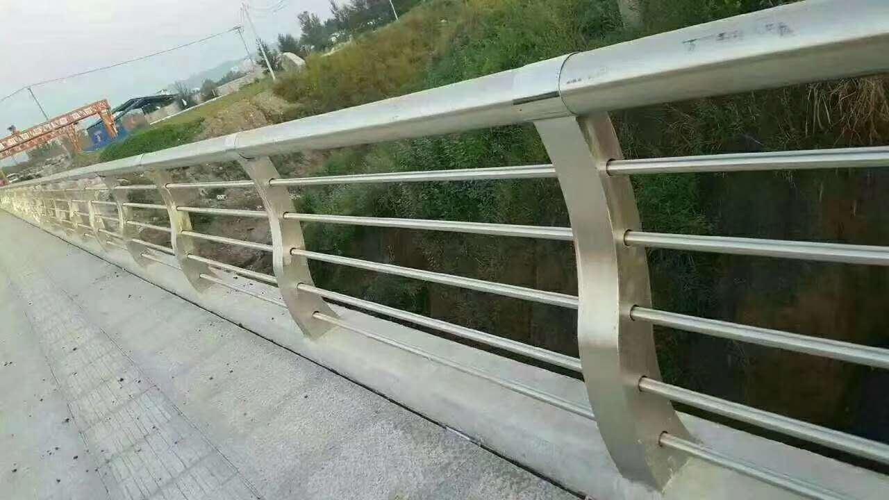果洛q235材質鋼板立柱切割壁厚標準