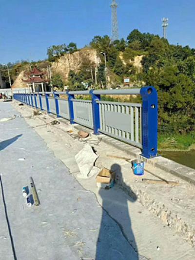 青海q235材質鋼板立柱切割多少錢一米