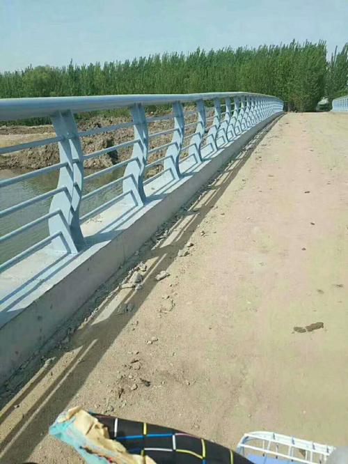 西寧防腐立柱切割噴塑壁厚標準